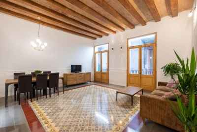 Spacious apartment in Old Town Barcelona
